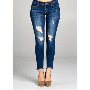NWT Ankle Skinny Distressed Jean